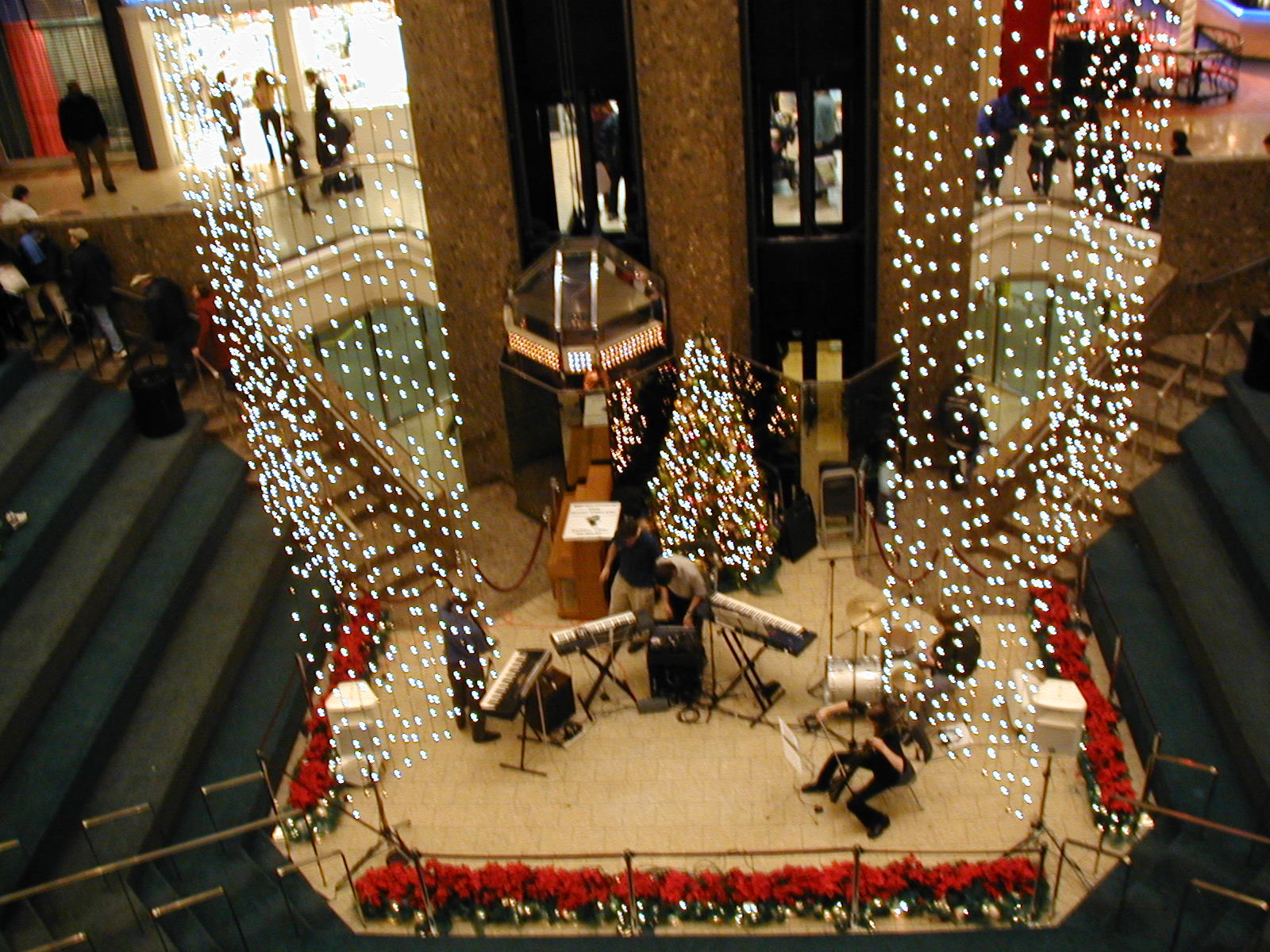 Pragmatic illusion live 20011223 city center mall photo photo sciox Choice Image